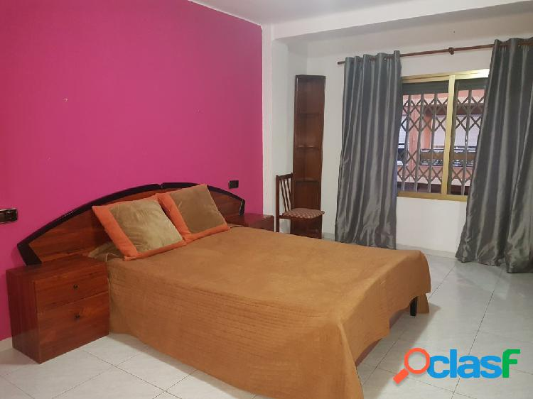 Piso reformado y amueblado de 2 dormitorios en Monteolivete