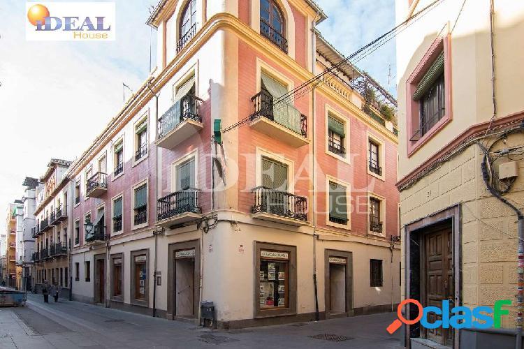 Ref: A3973J6. Piso en el centro de Granada, junto plaza de