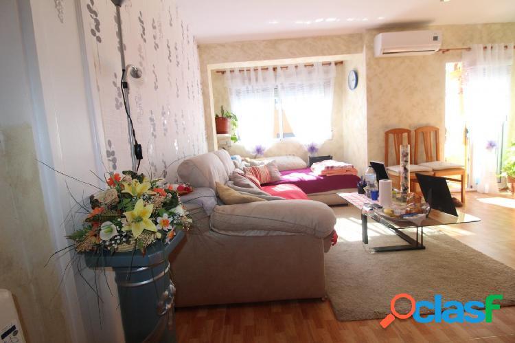 Se vende piso en calle Asturias de 4 habitaciones y 1 baño.