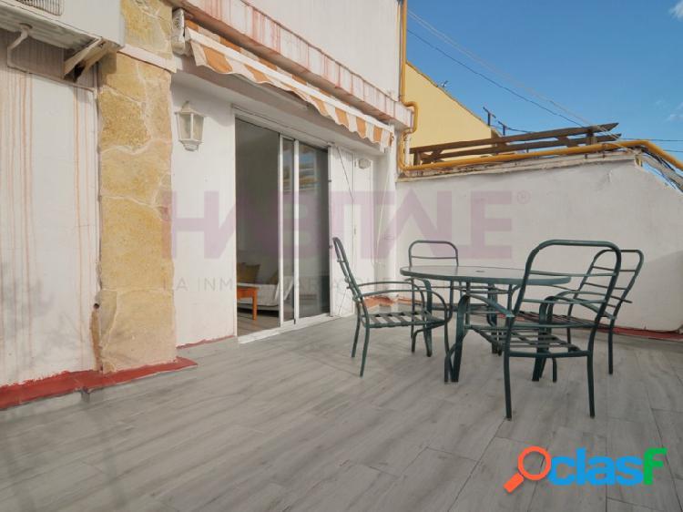 Ático amueblado con gran terraza junto a la Plaza de Jesús