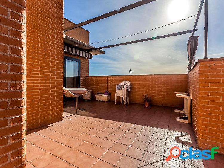 Ático en venta de 190m² en Calle Navia 10, 28044 Madrid