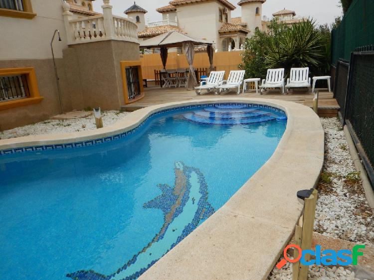 Alquiler vacacional !!Bonito bungalow con piscina privada
