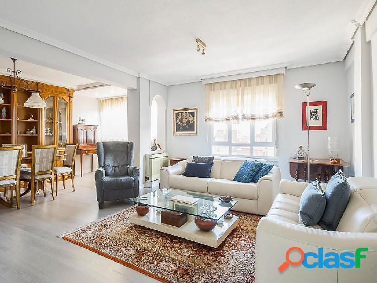 Dúplex en venta de 268 m2 en Calle La Rioja, Madrid.