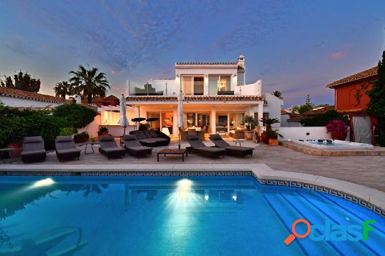 Lujosa villa con increibles vistas al mar en Rosario Playa