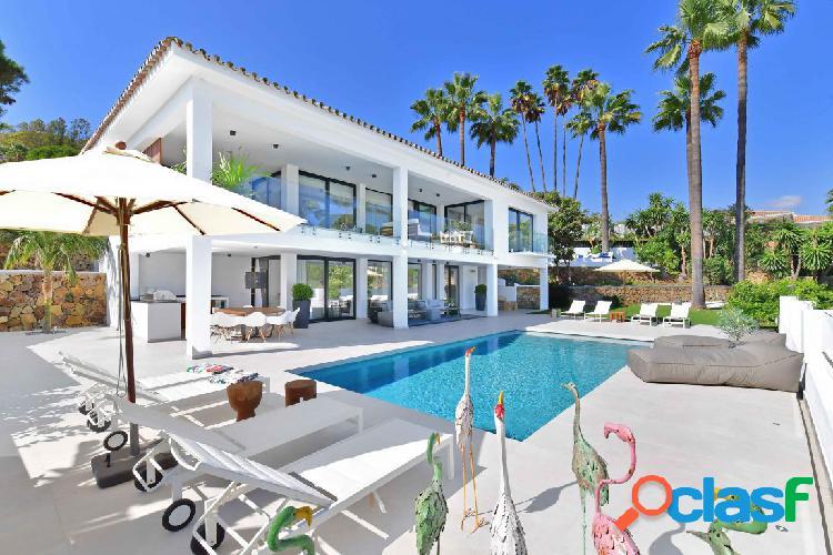 Lujosa villa del estilo moderno.