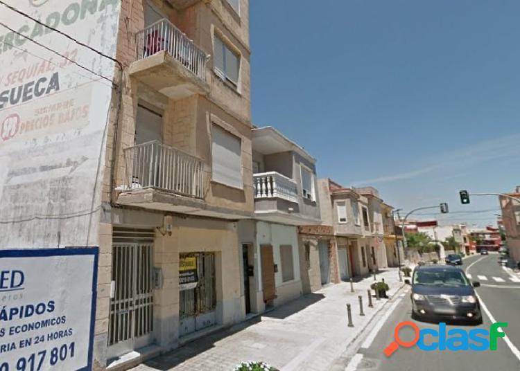 Piso de 4 dormitorios con balcón en Mareny de Barraquetes