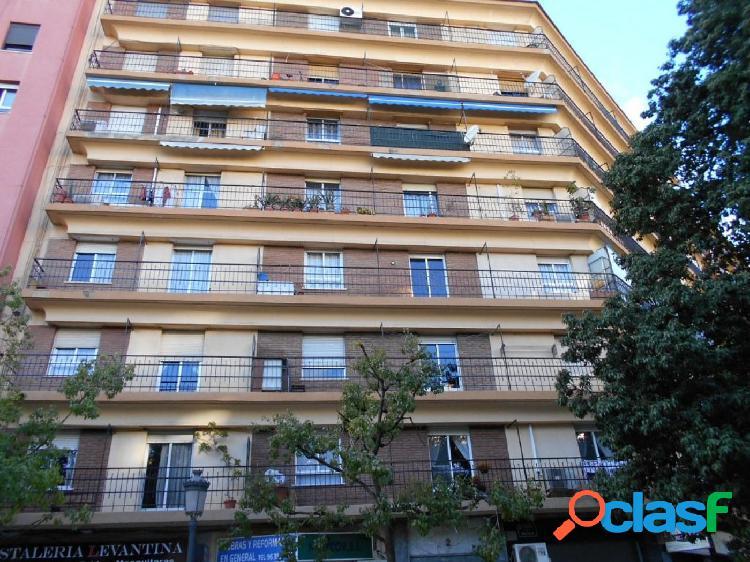 Piso de 4 dormitorios y 2 baños en Russafa, Valencia