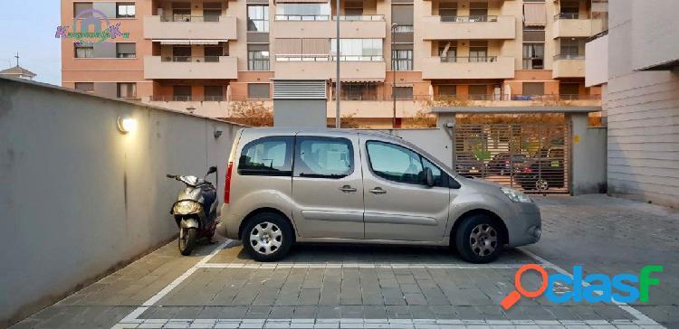 Plaza de parking grande para coche y moto