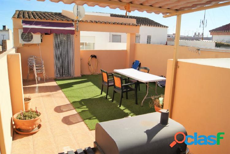 Se vende casa de pueblo con garaje, buhardilla y terraza en
