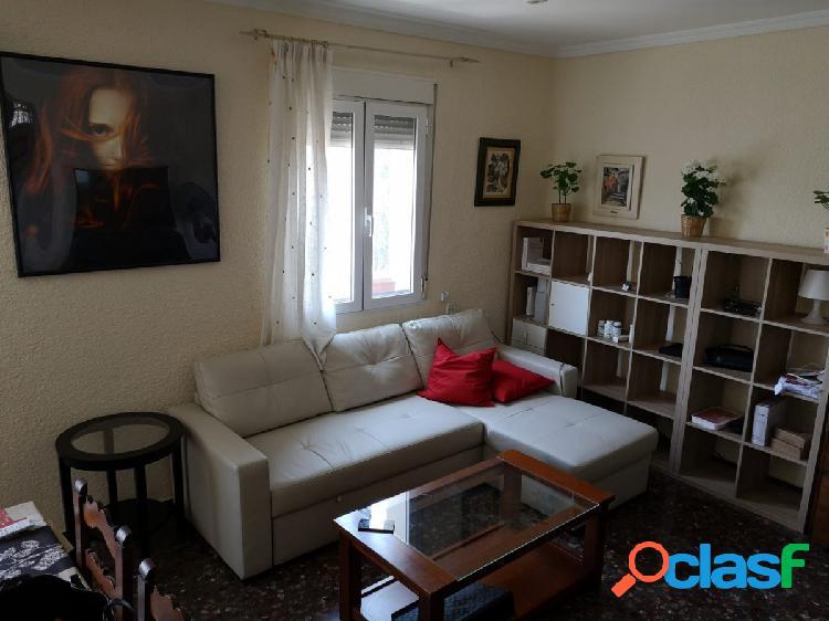 Se vende piso muy luminoso al lado del Reina Sofia