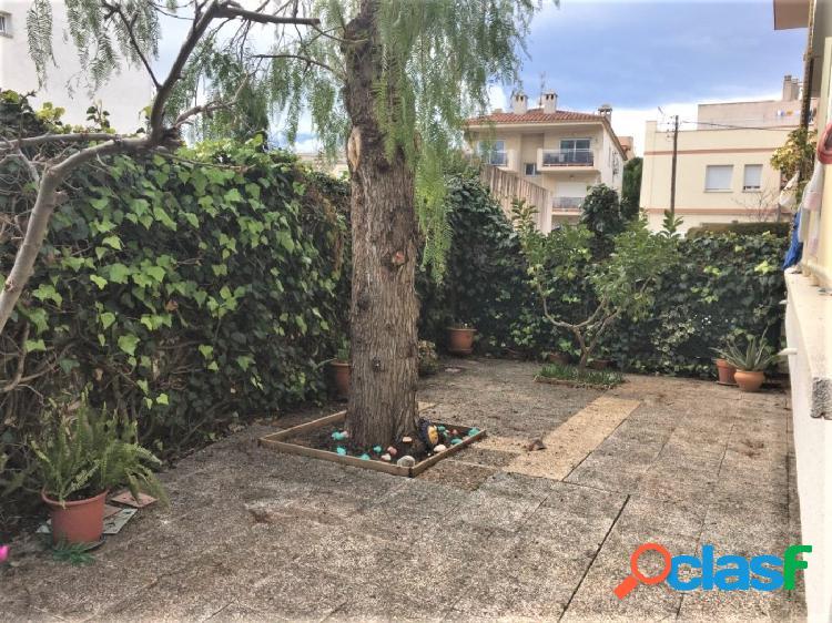 Apartamento tipo loft con terraza, jardín y parking en