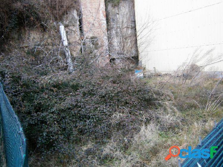 En Gironella, terreno para construir una casa adosada.