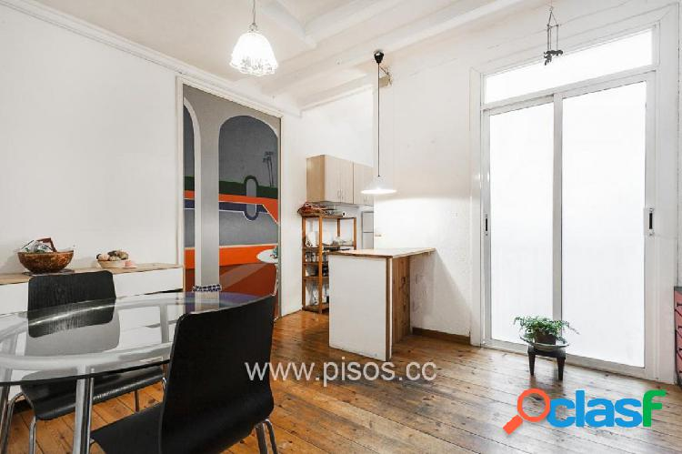 Piso de dos dormitorios en pleno centro de Barcelona.