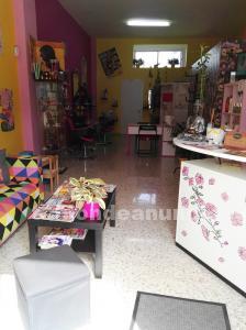 Se vende mobiliario de peluquería