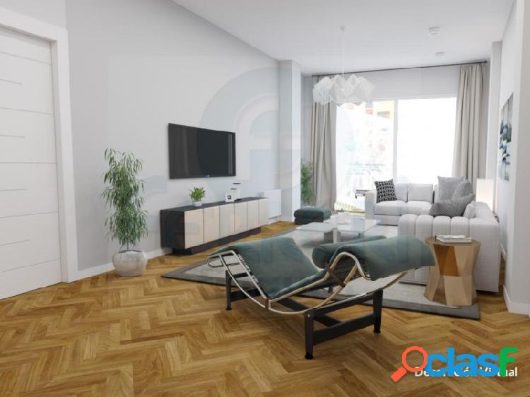 Amplio piso de 130 m2 en C. Padilla con Mallorca.