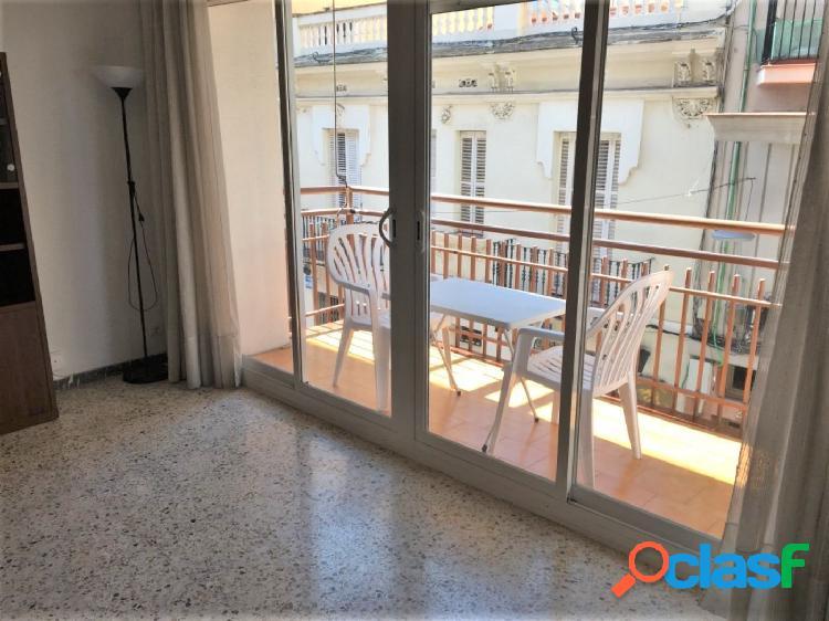 Amplio y luminoso piso en pleno centro de Sitges.