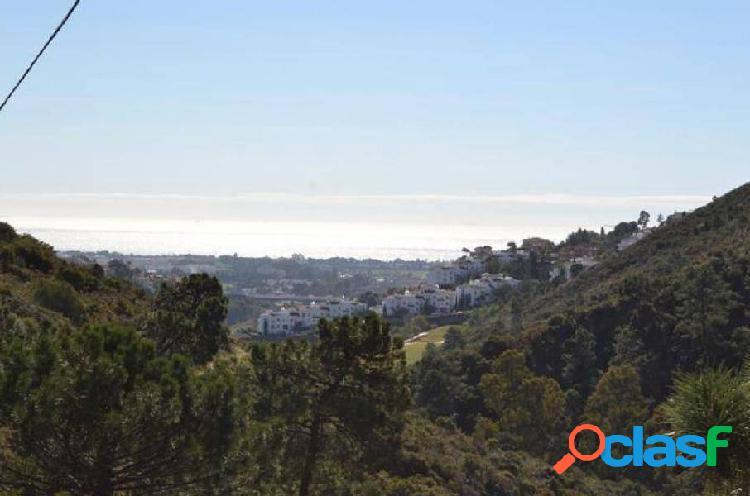 Parcela en Marbella,Nueva Andalucia con vistas al Mar