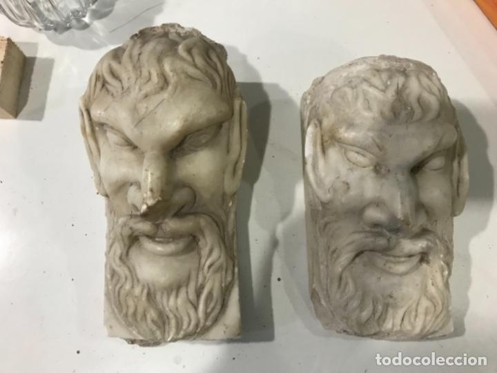 Pareja de mascarones en marmol S. XIX