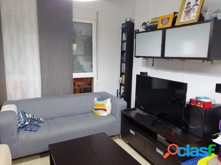 Se alquila moderno apartamento con garaje y trastero