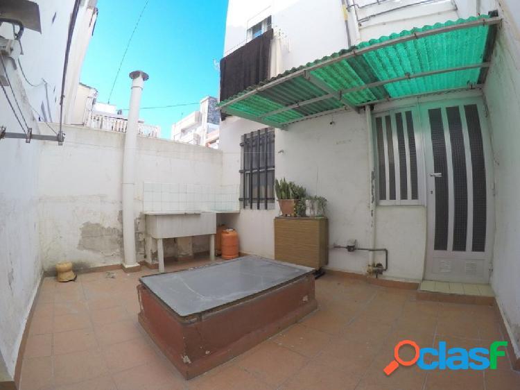 Venta de primer piso con terraza en El Cabanyal-Llamosí