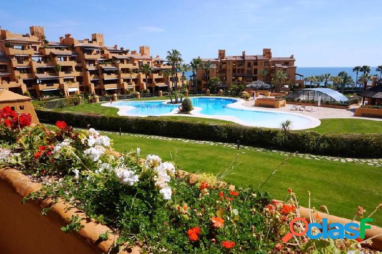 Lujoso apartamento en Estepona con vistas al mar