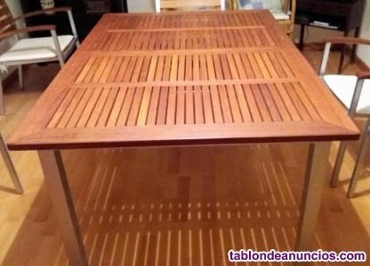 Mesa y seis sillas de aluminio y madera
