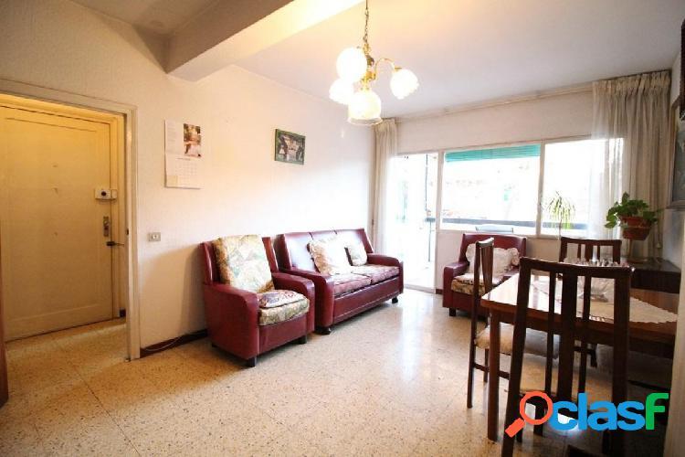Piso de 4 habitaciones y 2 baños en venta en Sant Marti