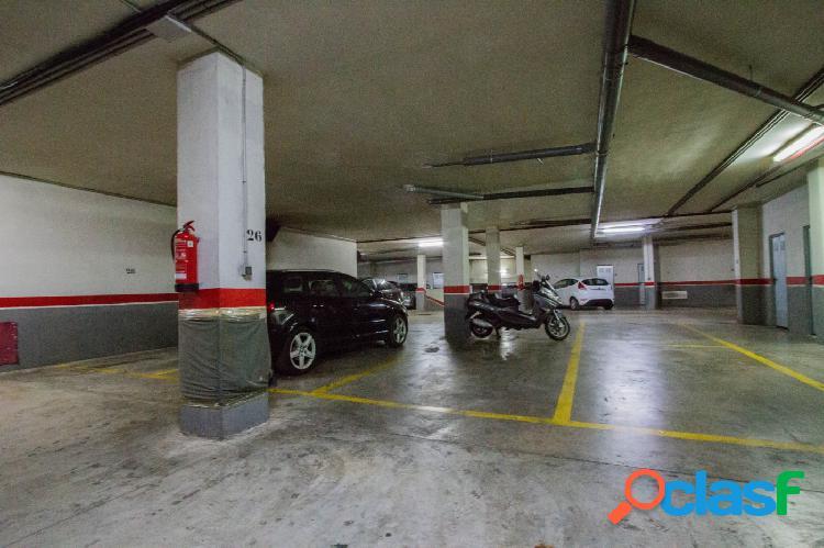Plaza de garaje en la Avenida al Vedat de Torrent con una