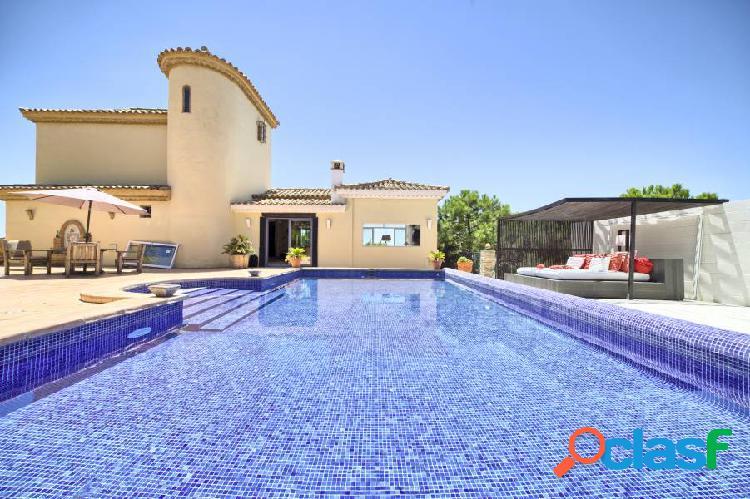 Villa de estilo rústico playa Estepona