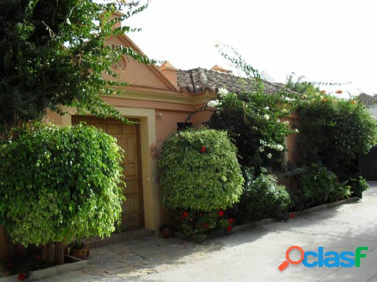 Villa/Finca en Milla de Oro, Marbella