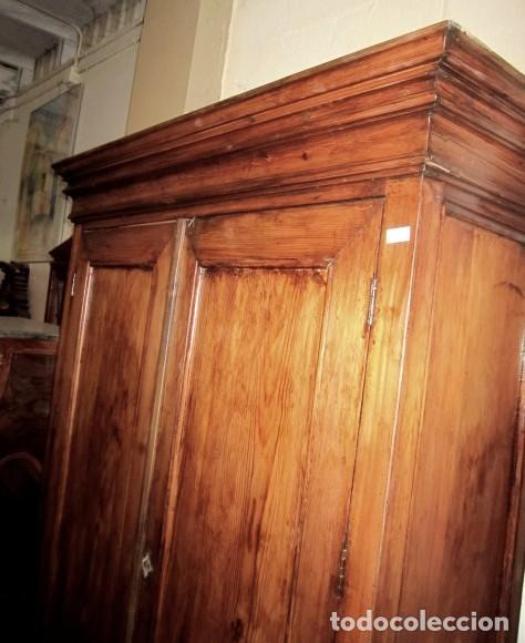 Armario rustico antiguo, en madera de pino mobila, siglo XIX