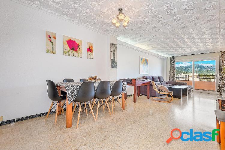 Se vende piso muy amplio con impresionantes vistas a la