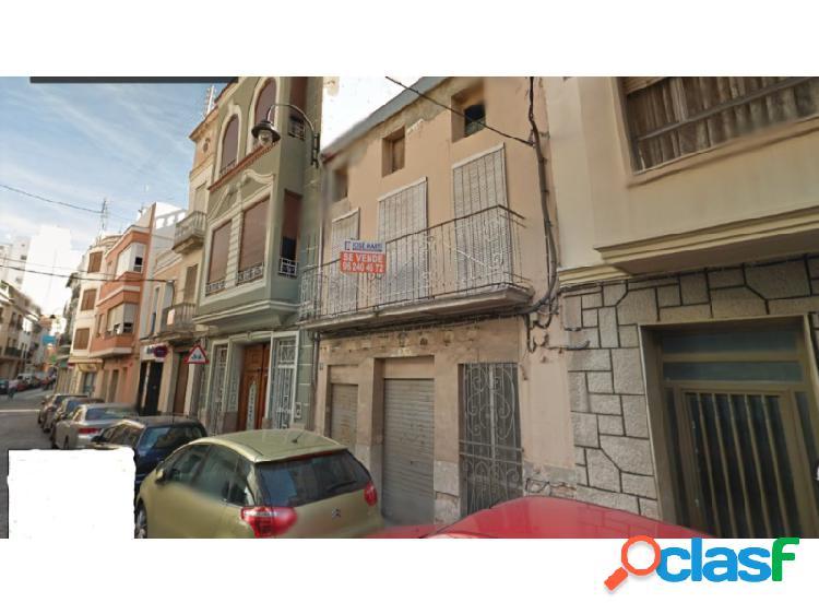 AL LADO DE LA PLAZA MAYOR!!! Casa céntrica en Alzira. Zona