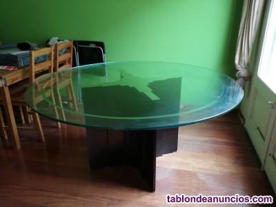 Mesa redonda de cristal con soporte de madera