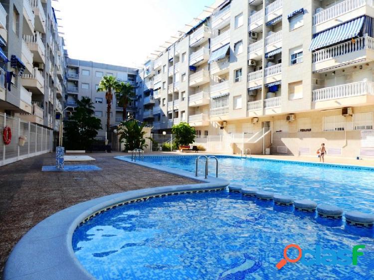 Se vende piso en segunda planta, complejo con piscina en