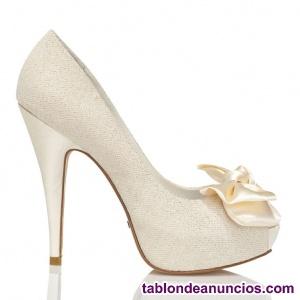 Se venden zapatos de novia
