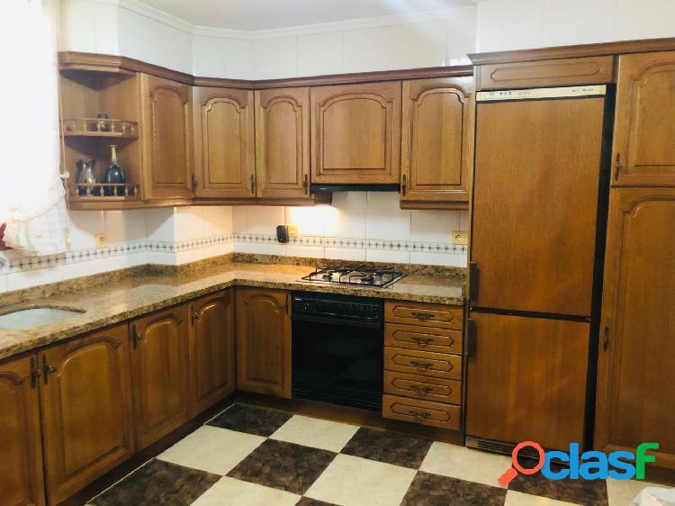 Amplio piso en venta en la avda Daniel Gil de Ontinyent