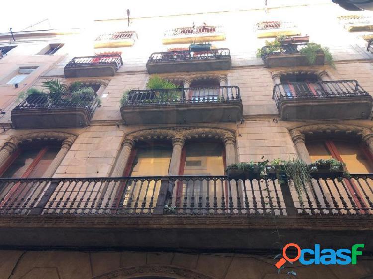 Fantástico piso de 109 m2 en El Raval, ideal inversores.