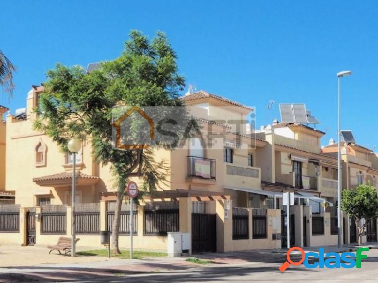 GRAN UNIFAMILIAR ADOSADA en ZONA NORTE de Jerez, con PLANTA