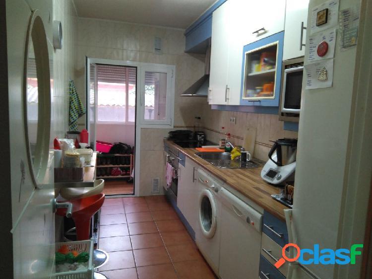 Se alquila apartamento en colonia Jardin, en la calle
