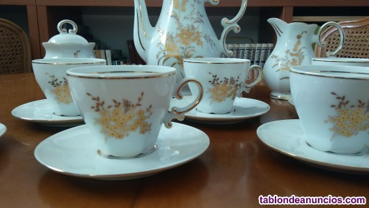 Juego de café, de porcelana y oro
