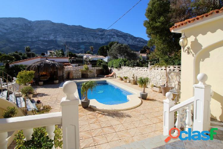 Villa Bien mantenida y espaciosa con vistas a la montaña en