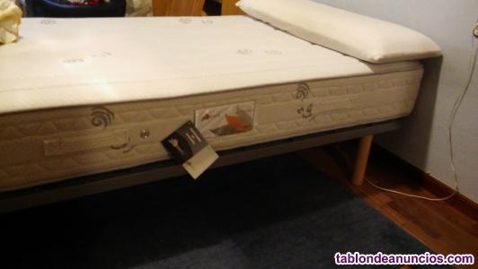 Somier, colchón y almohada
