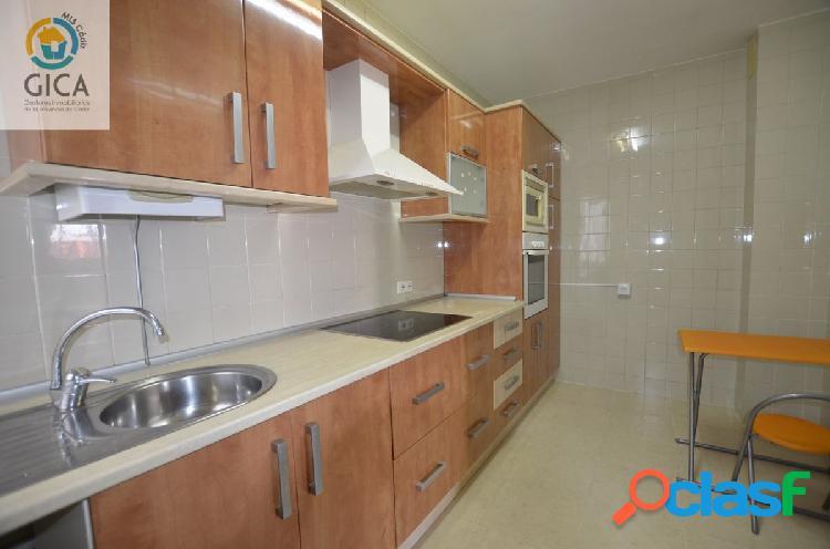 Amplio piso de 3 habitaciones en pleno centro de Algeciras,