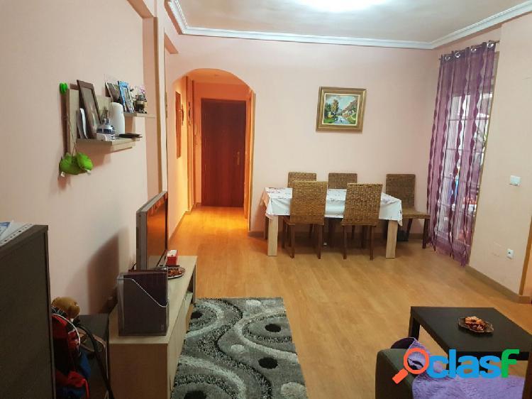 Apartamento de tres dormitorios en la zona de Campoamor en