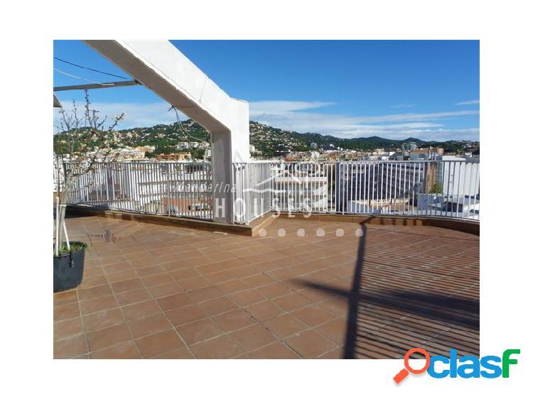 Atico en venta con vistas al mar y gran terraza. Apartamento
