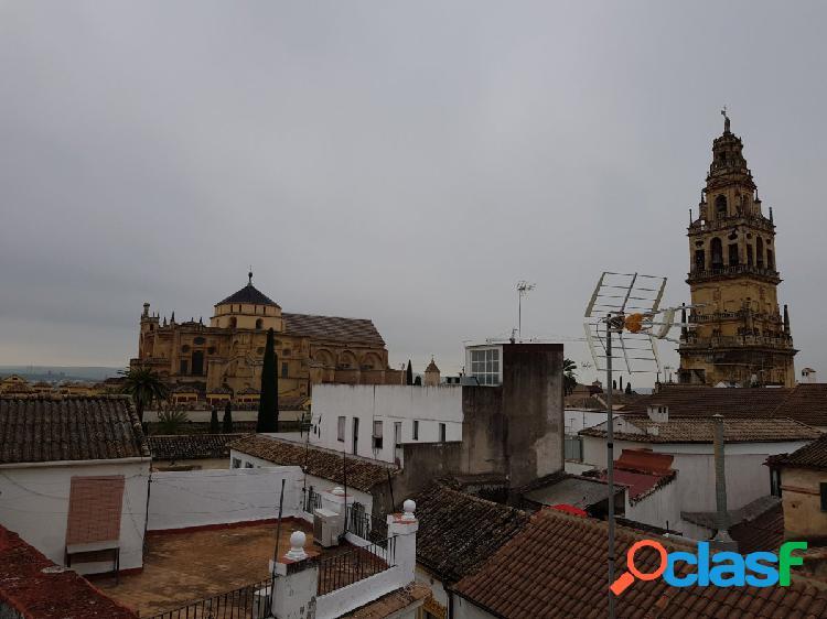 CASA EN UNA DE LAS CALLES MAS BONITAS DE CÓRDOBA CAPITAL
