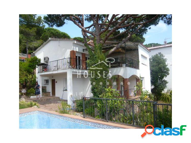 Casa con piscina y vistas al mar en Lloret de Mar ref.0498