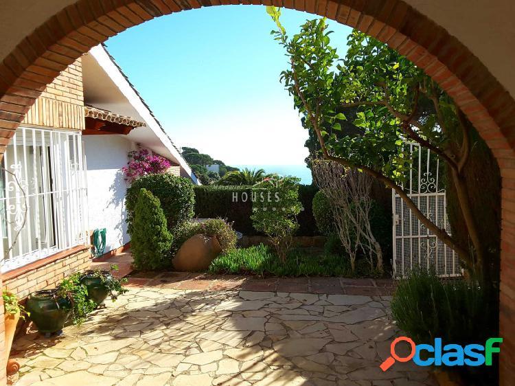 Casa en venta con jardín y vistas al mar, Tossa, Costa