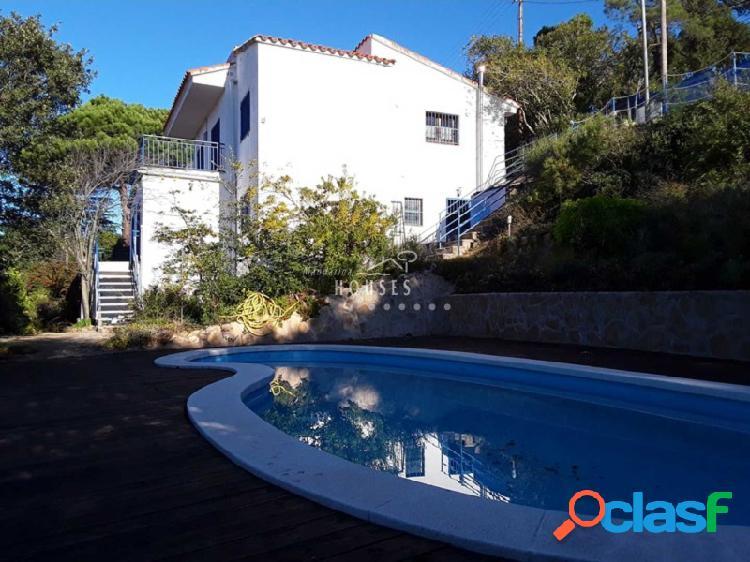 Casa en venta de 4 habitaciones con vistas al mar, Serra